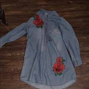 Denim dress with rose embellishments and a pocket